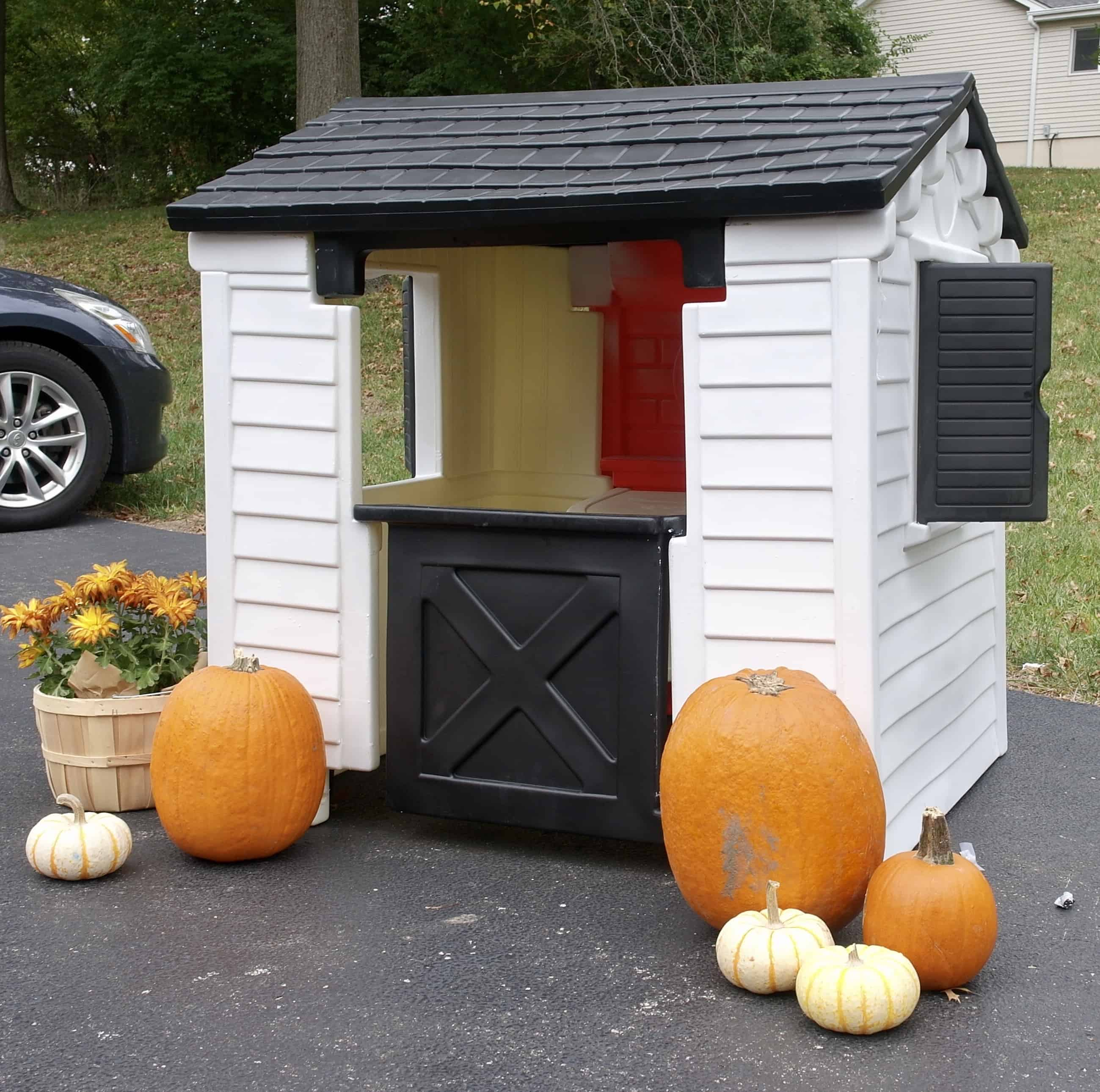 Playhouse Makeover - www.arinsolangeathome.com