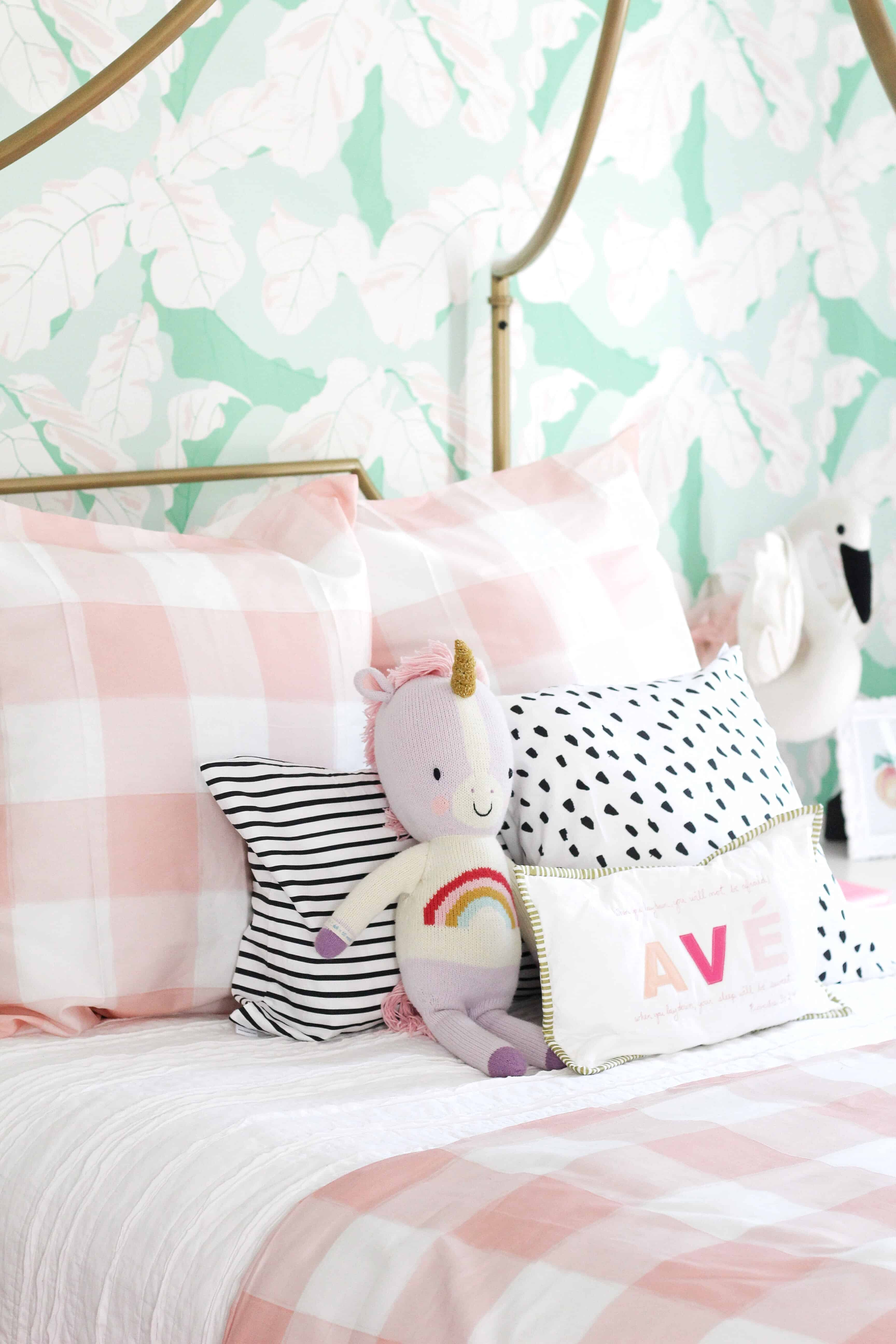 Toddler girl room in pink and green