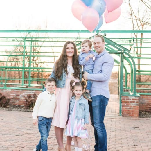 Family of 5 with pink and blue balloons