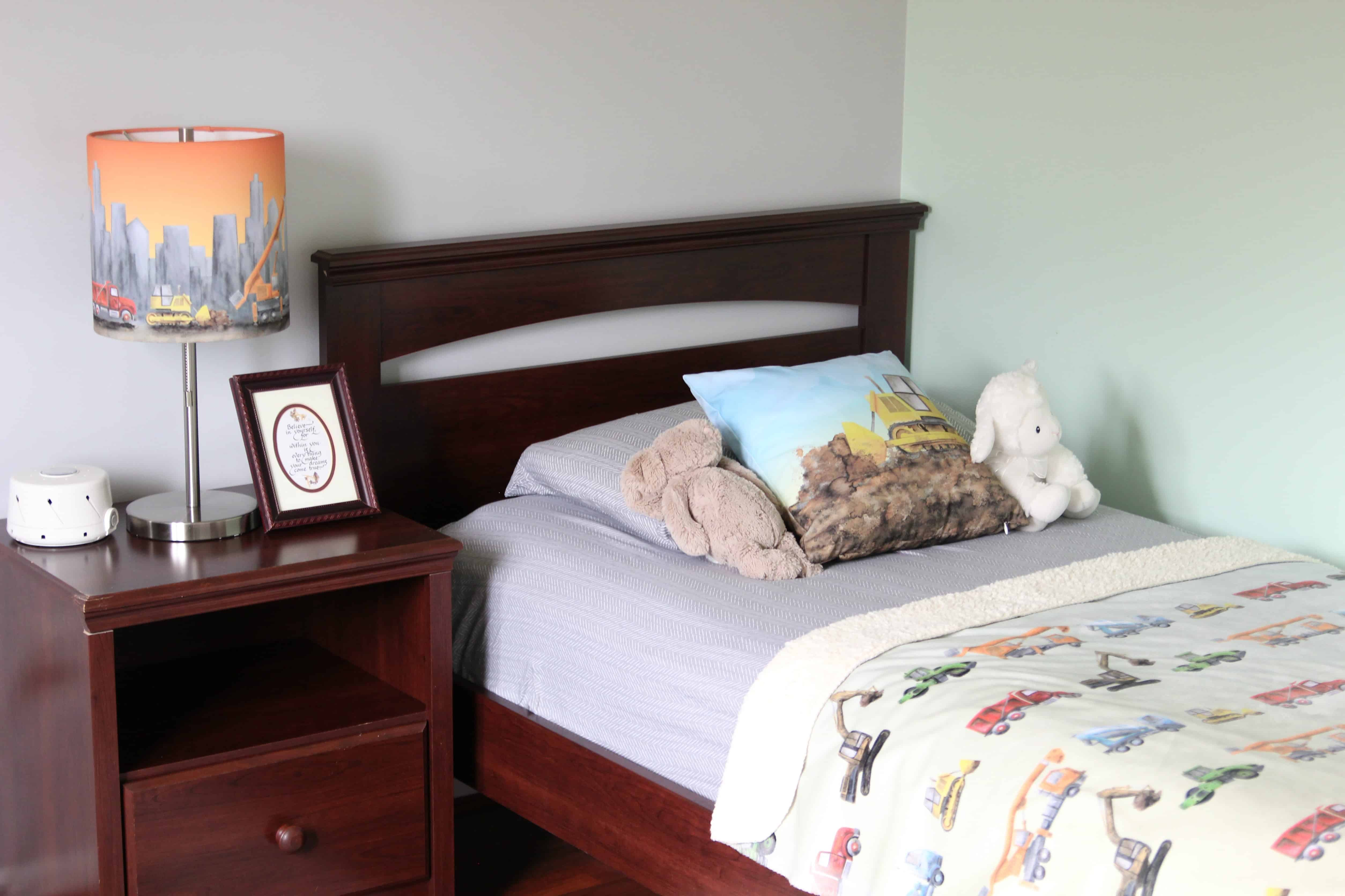 Toddler boy room with car bedding
