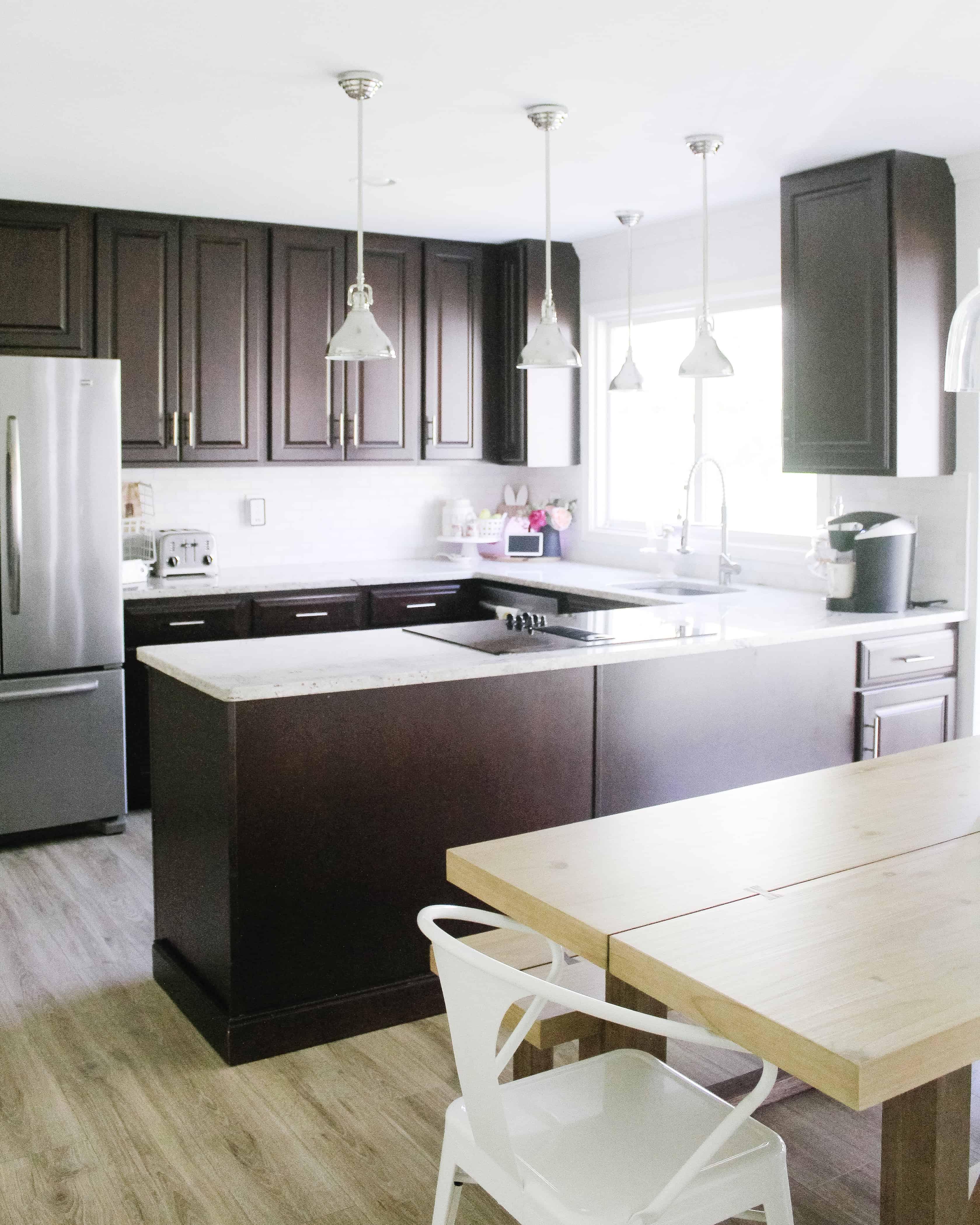 picture of a dark brown kitchen