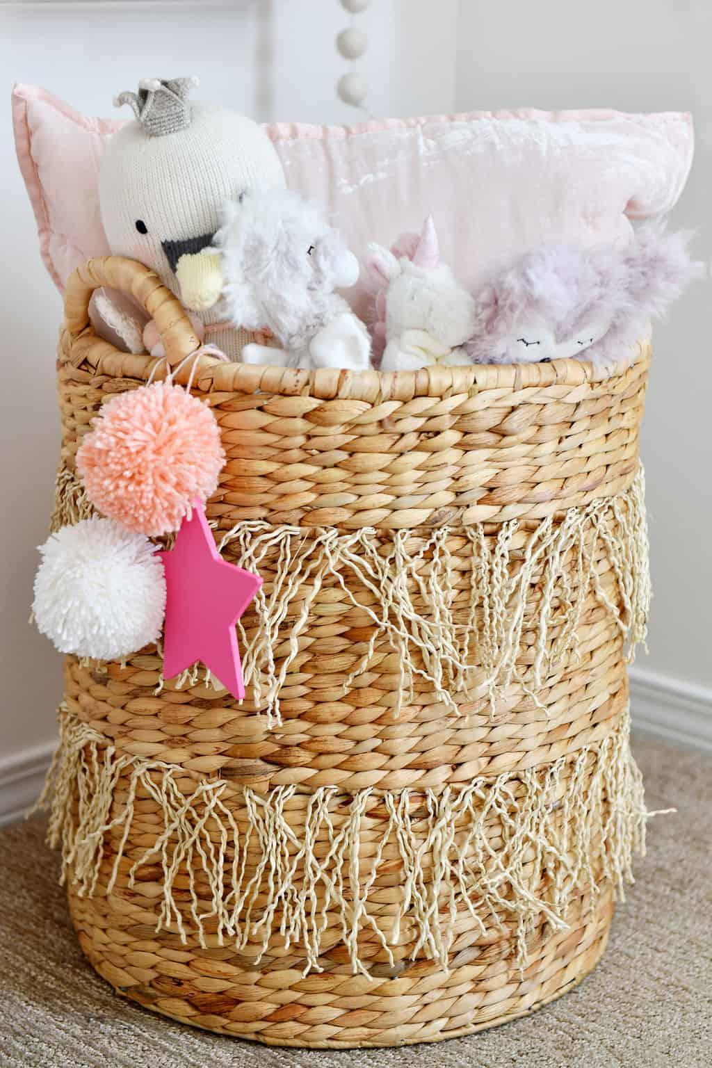 Wicker basket with pompoms