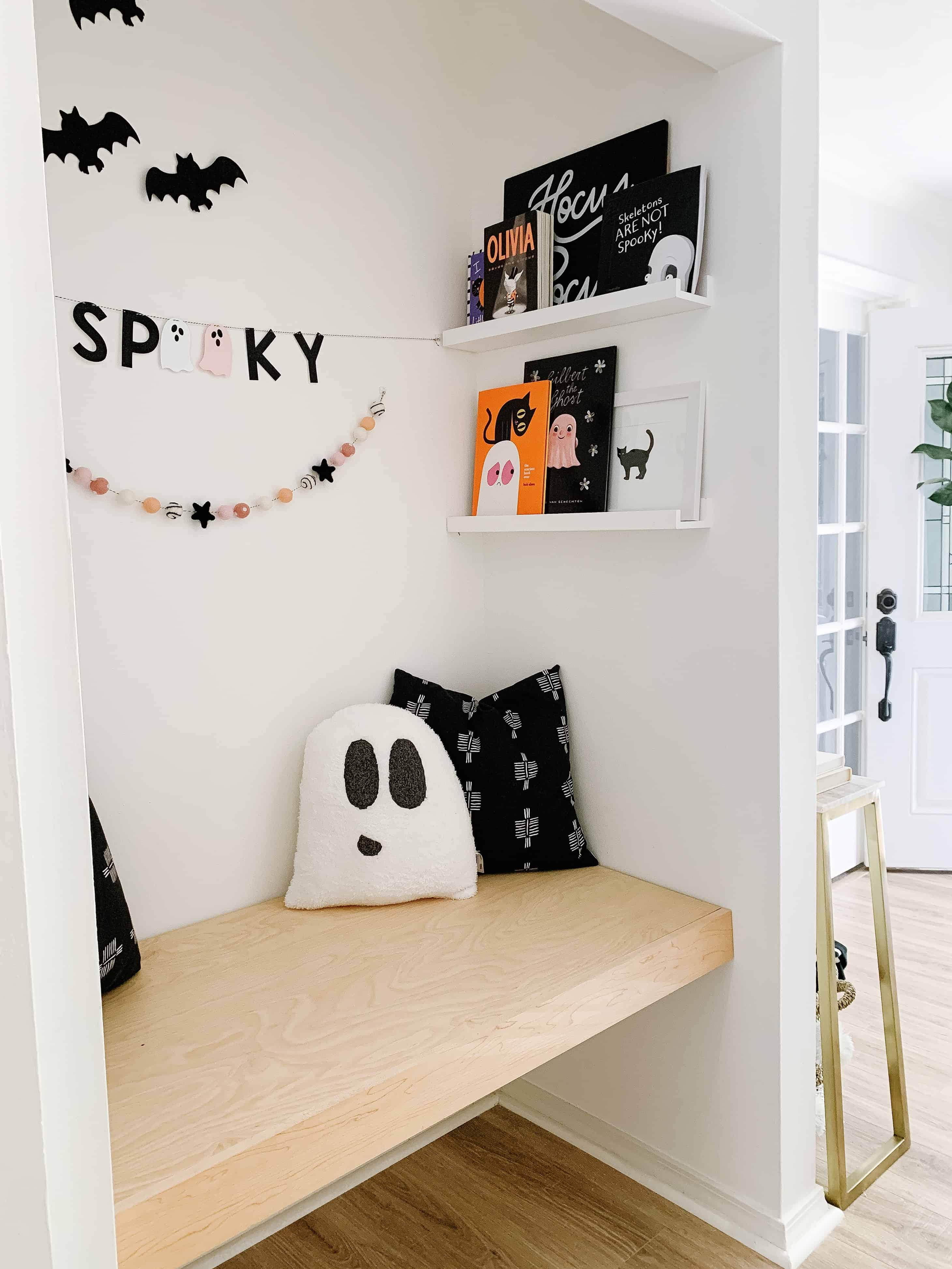 Halloween Book Nook