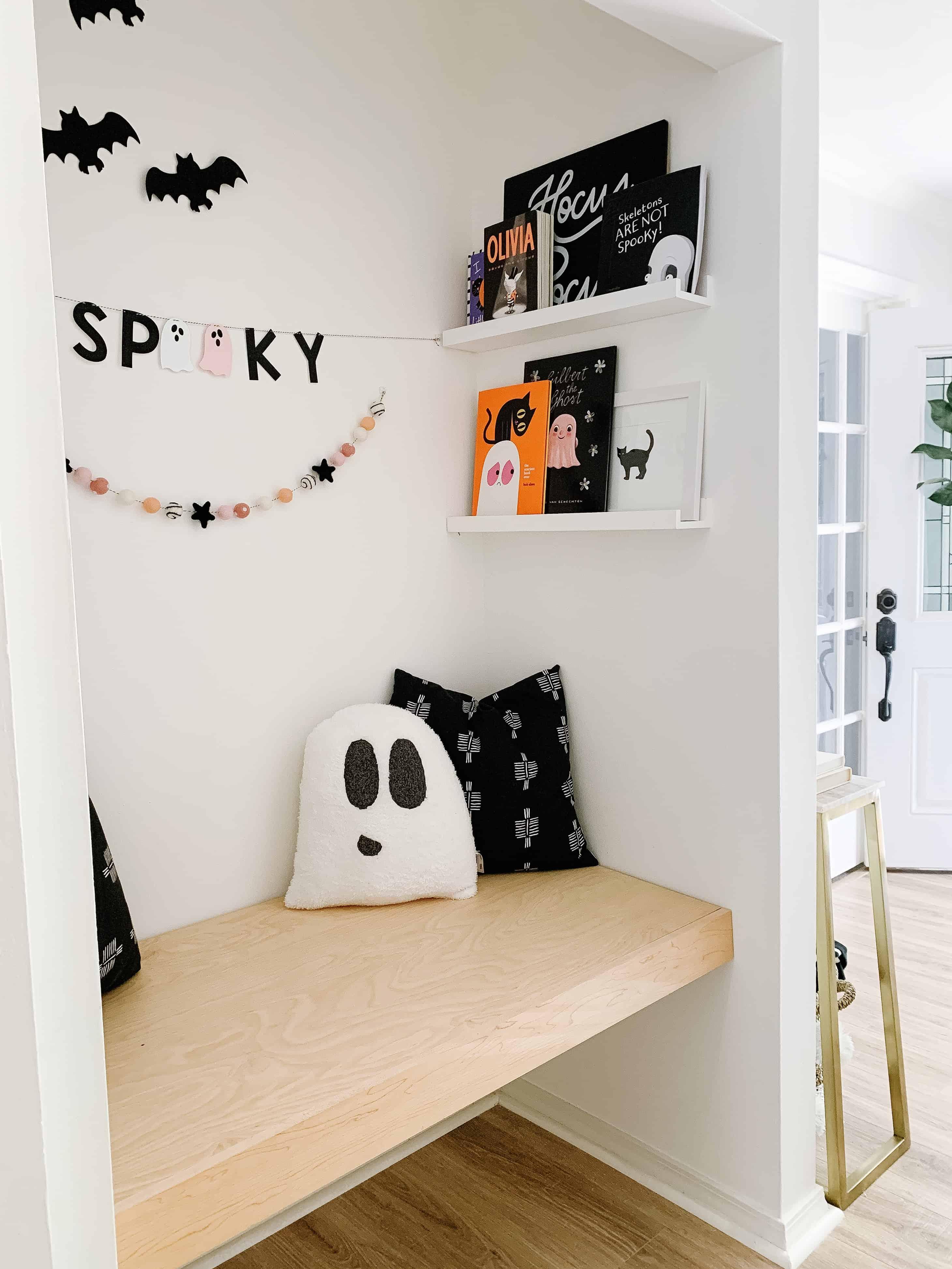 Halloween Book Nook
