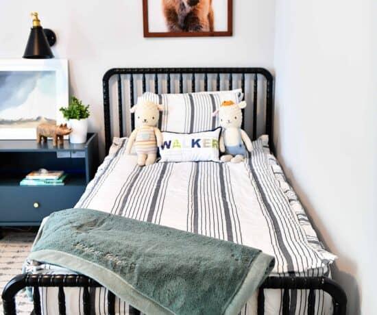 DaVinci Jenny Lind black bed in boys room