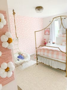 girls daisy room with beddys bedding