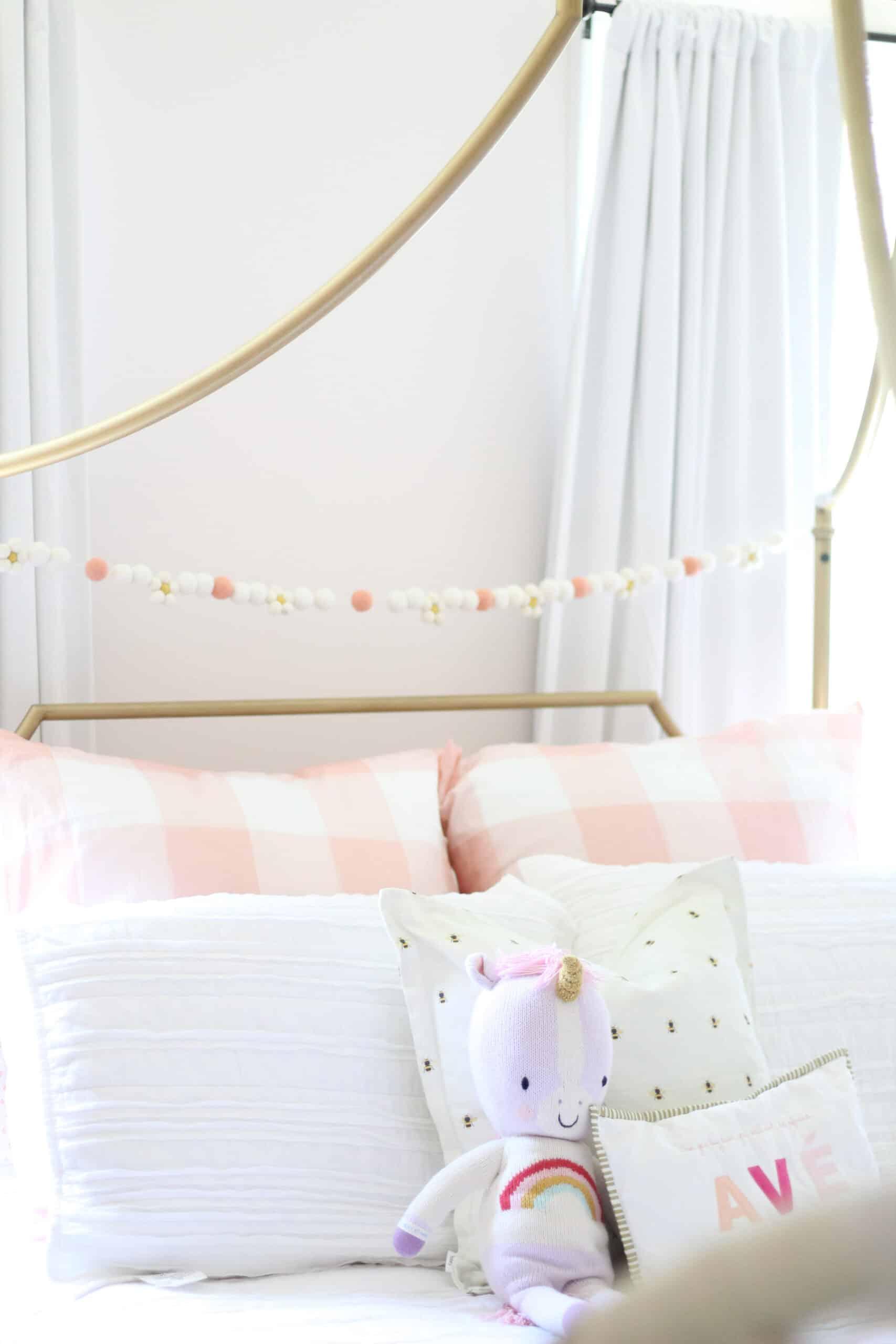 Girls pink gingham bedding