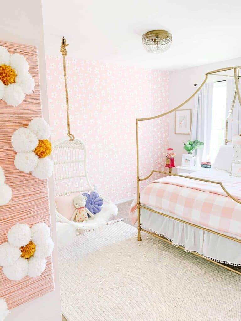 girls room with pink daisy