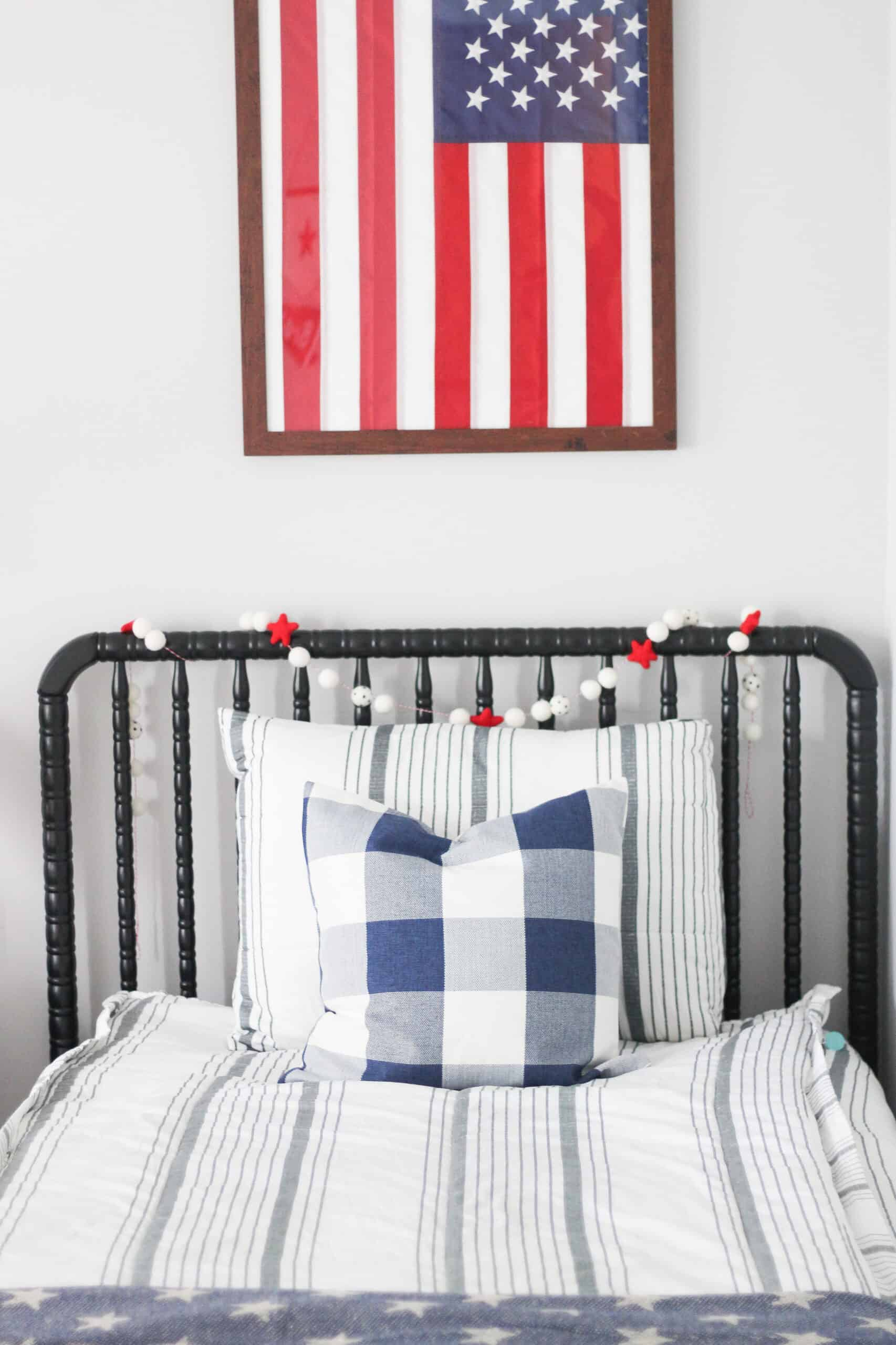 boys room with American flag