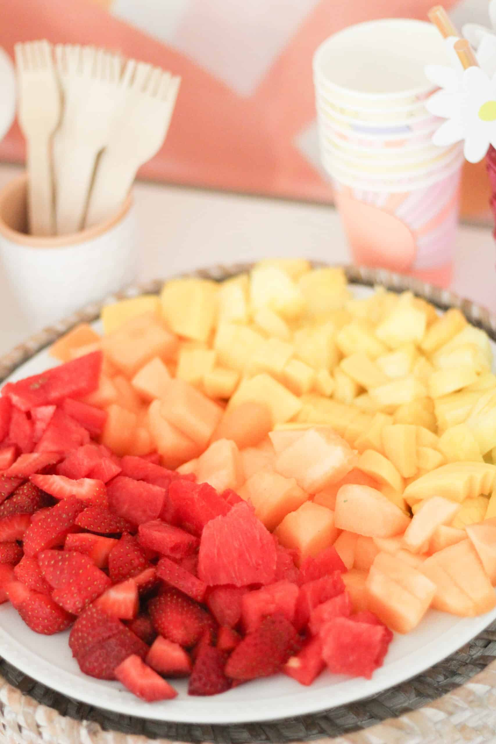 ombré fruit tray from red to yellow
