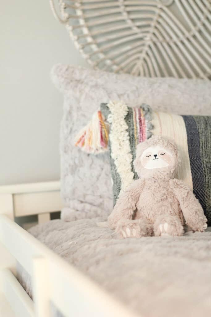 Saranoni blankets bedding and Slumberkins