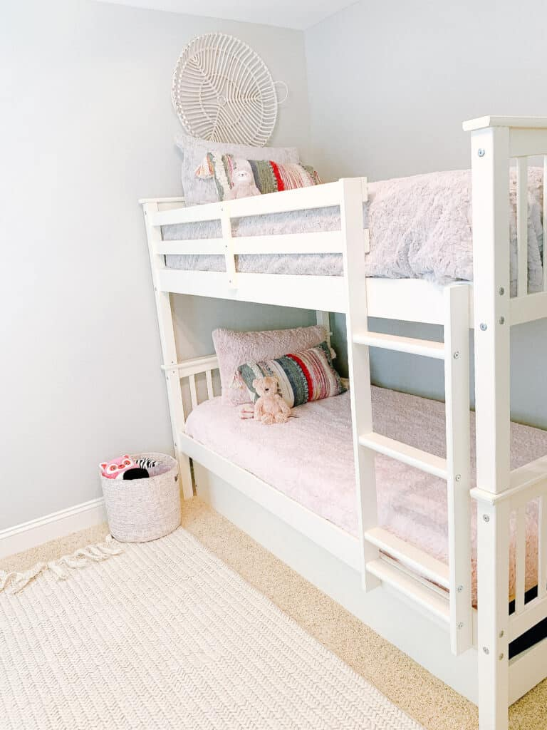 bunk beds with saranoni blankets bedding
