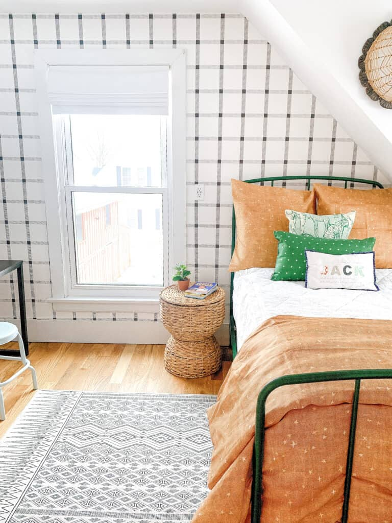 young boys neutral bedroom