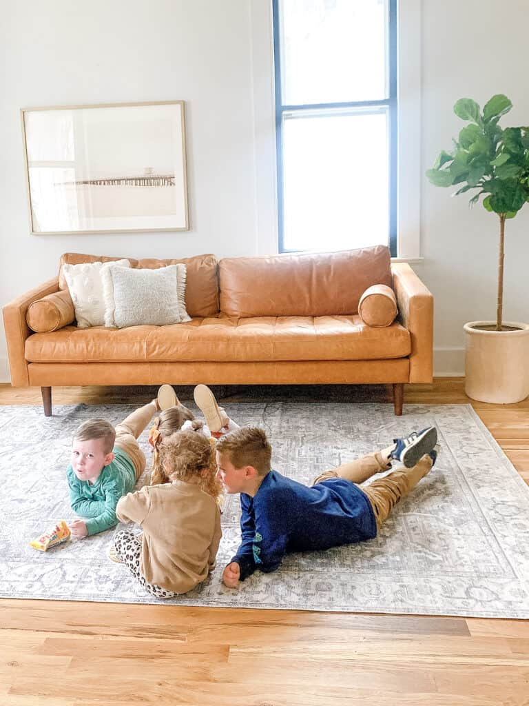 4 kids hanging out in living room
