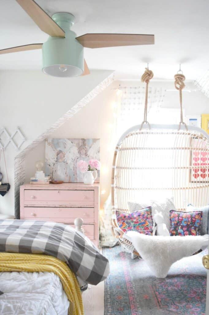 kids room with fan