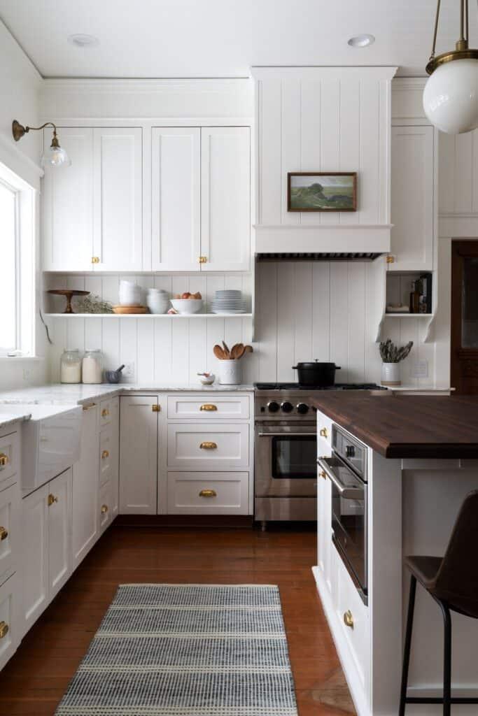 white kitchen cabinets with white backsplash